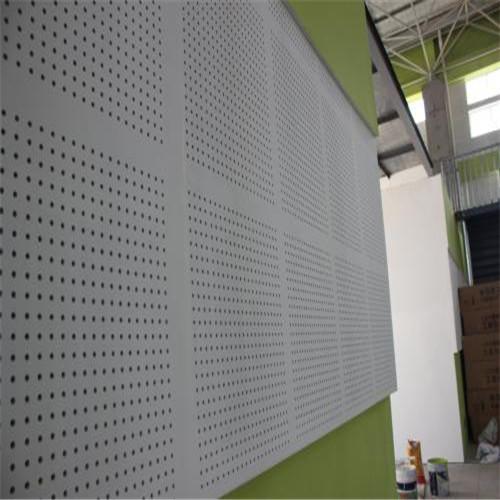 吸声用穿孔石膏板